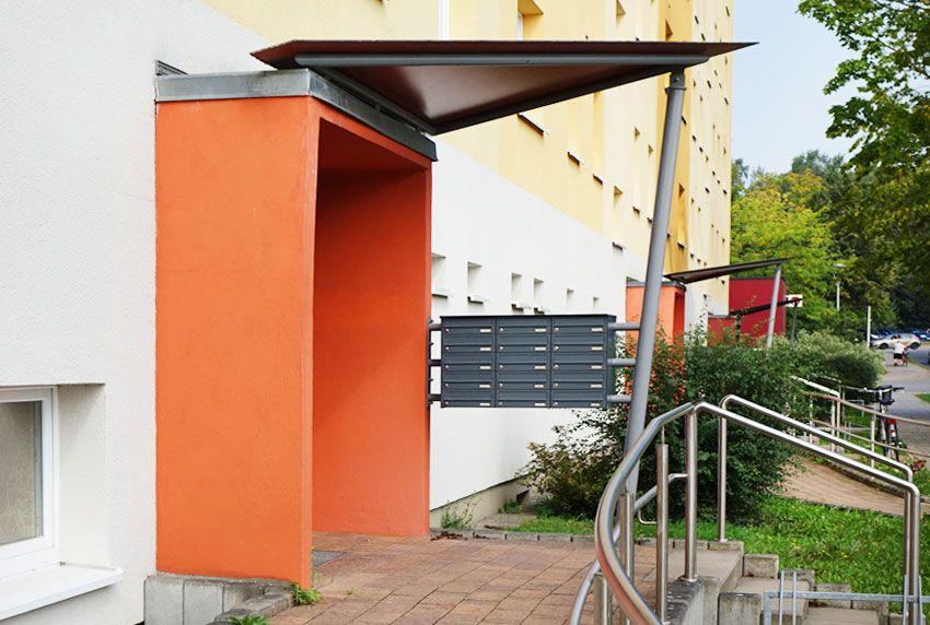Andere Anbringungsmöglichkeiten von Briefkastenanlagen im Eingangsbereich