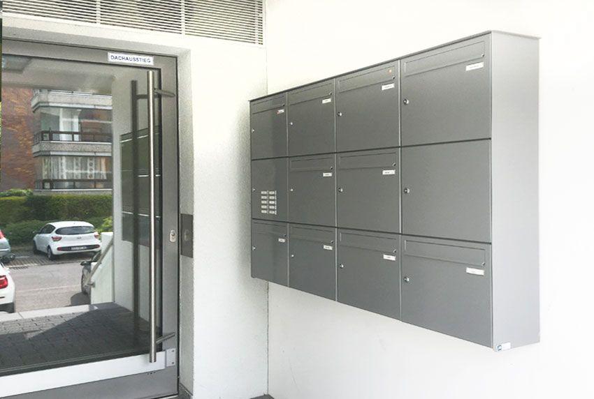 Aufputz-Briefkastenanlage im Hauseingangsbereich
