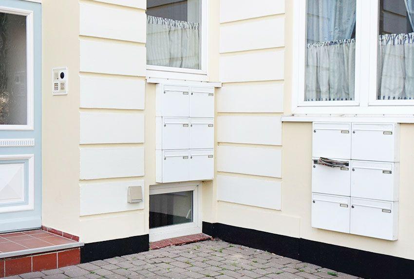 Baugleiche Briefkastenanlagen miteinander kombiniert ohne Einfassung