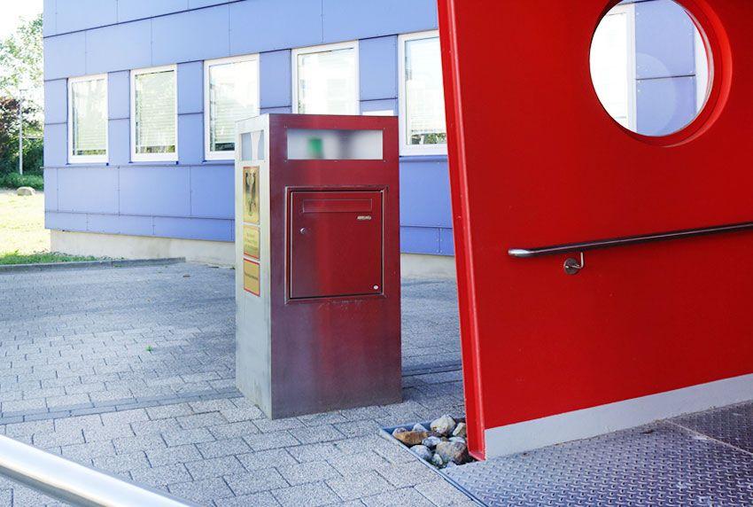 Behörden-Briefkasten mit Sonderausstattungen nach Ausschreibungsvorgaben