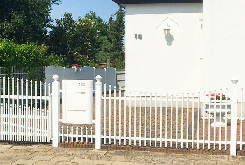 Beschichtete Briefkastenanlage für die Montage im Zaun