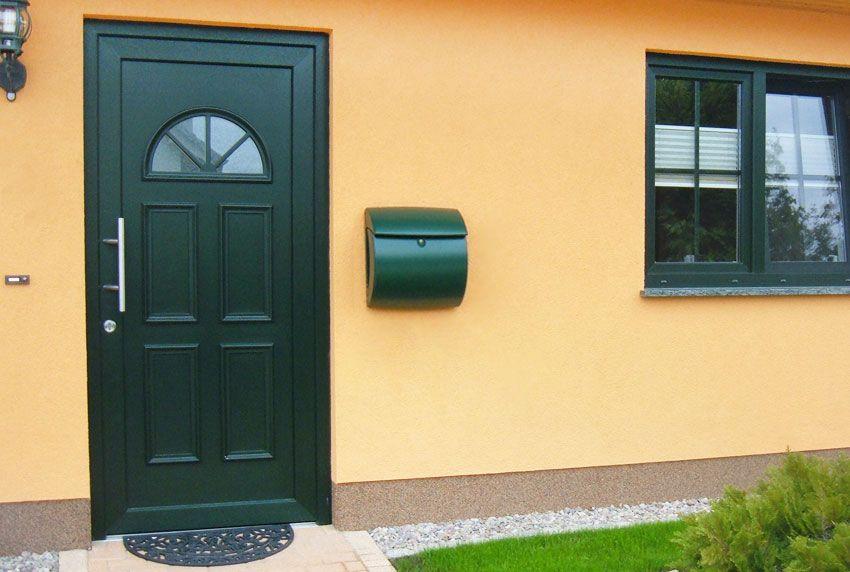 Briefkästen aus Kunststoff in passender Farbe zum Haus