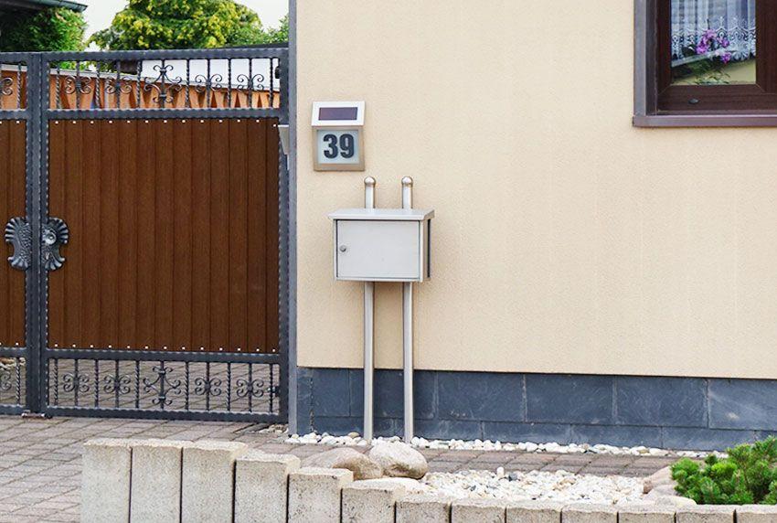 Briefkasten-Standanlage in Edelstahl oder in Farbe bestellbar