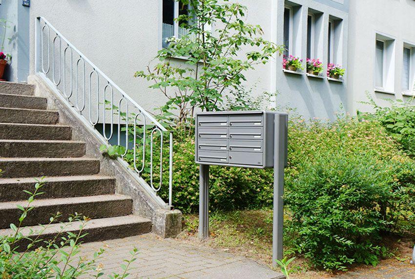 Briefkastenanlage am Treppenaufgang oder unter dem Vordach aufstellen