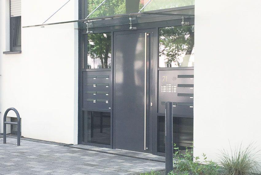 Einbau-Briefkastenanlage in Seitentür mit Klingel