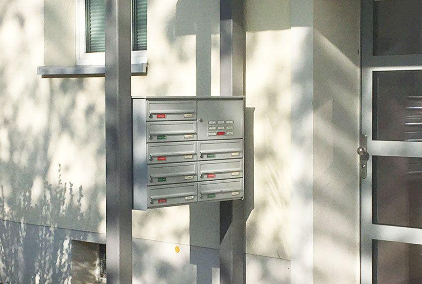 Briefkastenanlage am Eingangsbereich positionieren