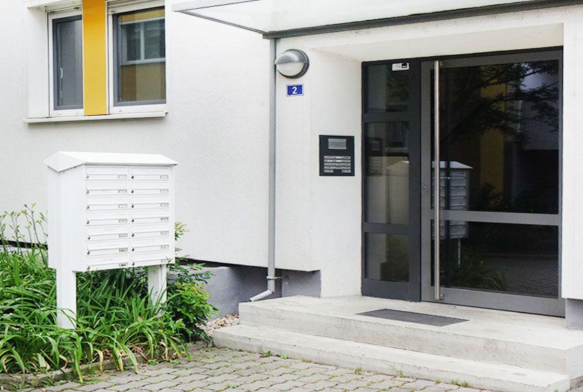 Briefkastenanlage in einem Block fest verbunden