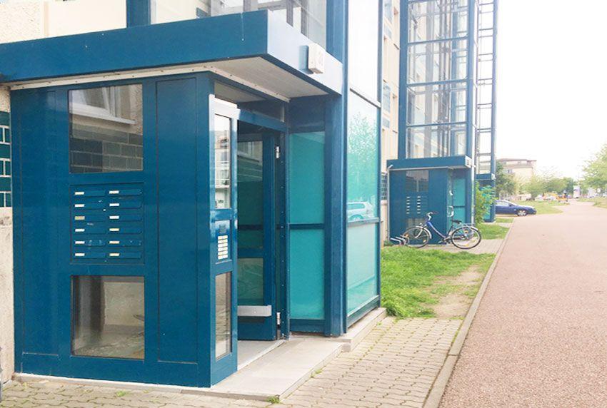 Briefkastenanlage in Hauseingangsbereich integriert