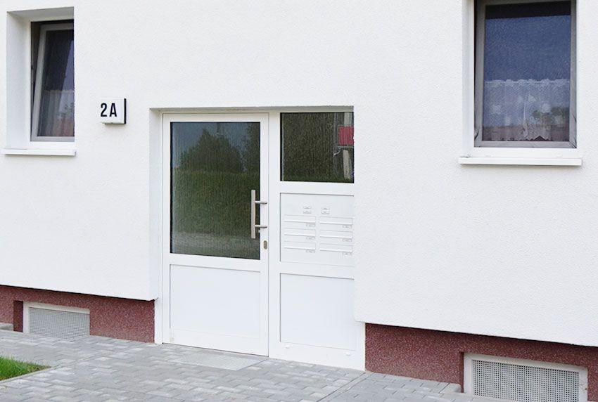 Briefkastenanlagen für das Türseitenteil mit geräuschgedämpfter Einwurfklappen