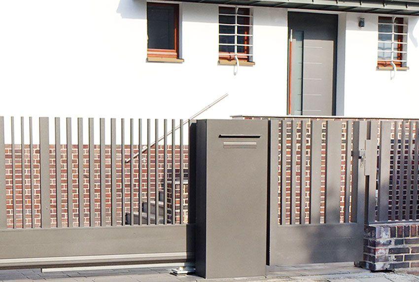 Briefkastenanlagen mit klarer Linienfürung im Bauhausstil