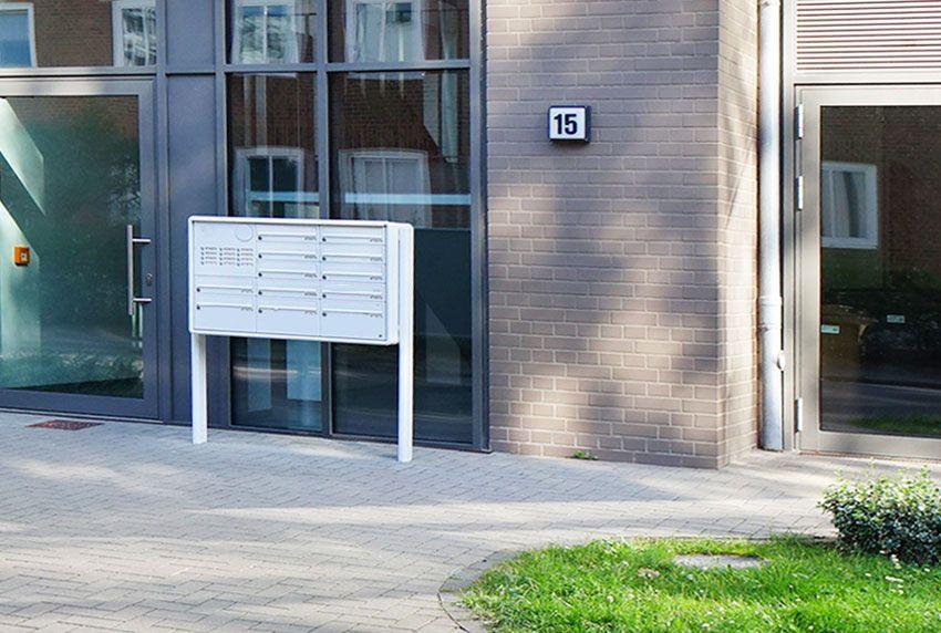 Briefkastenanlagen mit Standelementen zum festen einbetonieren im Boden