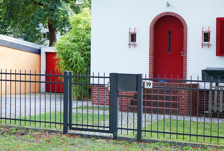 Briefkastenbefestigung zwischen zwei Pfosten für Zaunbriefkästen