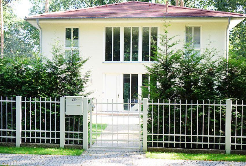 Den zum Gartenzaun passenden Briefkasten oder Briefkastenanlage finden