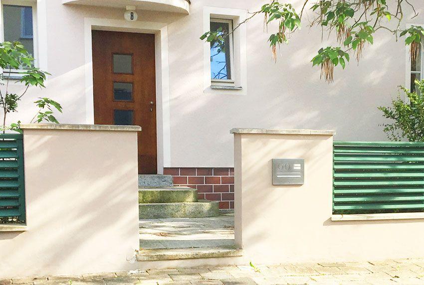 Durchwurf-Briefkastenanlage in Wand eingemauert