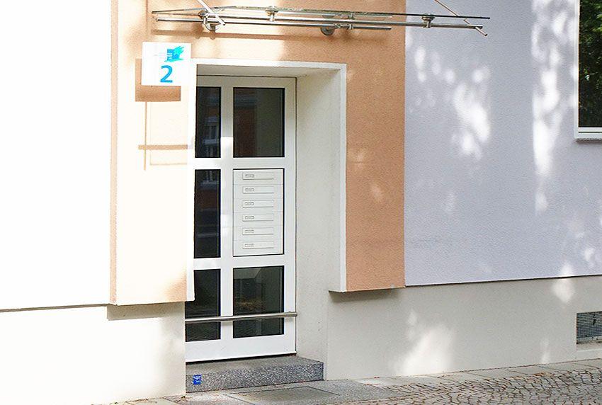 Durchwurf-Briefkastenanlage in Türseitenteil montiert