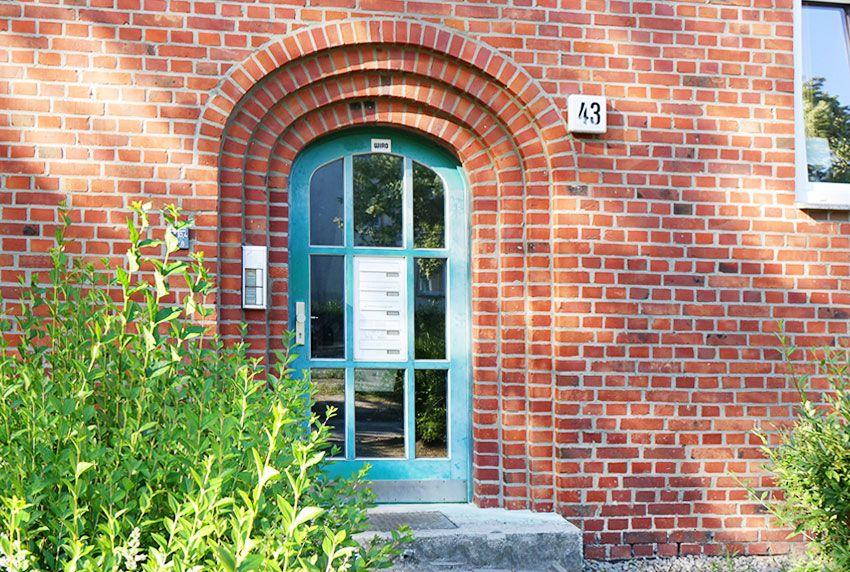 Durchwurf-Briefkastenanlage mittig im Türfeld verbaut