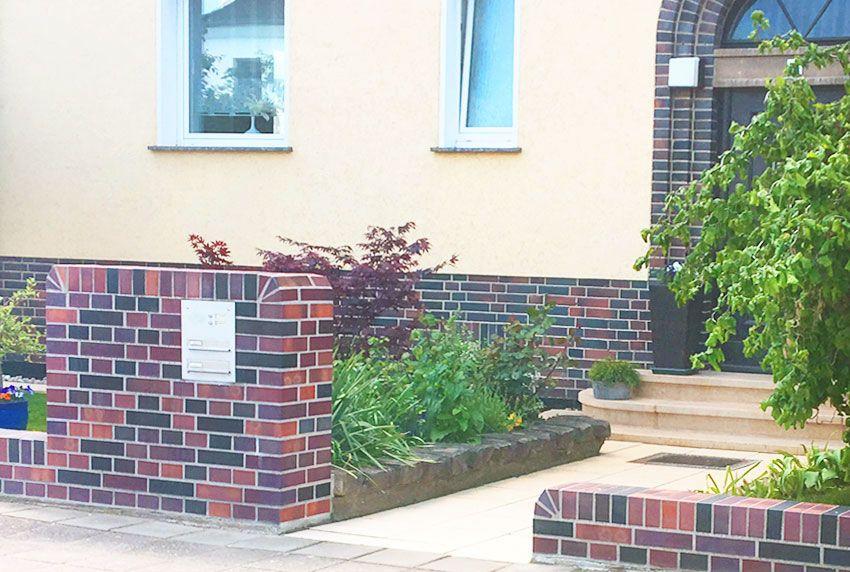 Edelstahl-Briefkastenanlage in der Mauer verbaut
