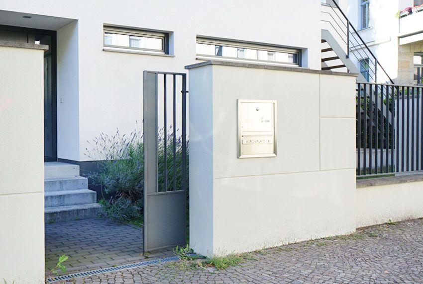 Edelstahl Briefkastenanlage passend zum modernen Designerhaus