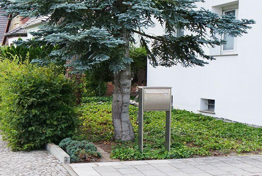 Ein Fach Briefkastenanlage komplett aus Edelstahl mit zwei Standprofilen