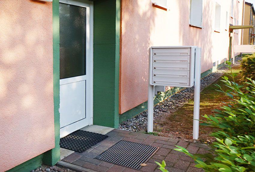 Extra breite Briefkastenfächer in einer Briefkastenanlage integriert