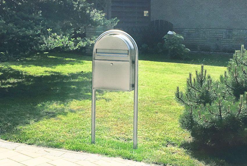 Formschöner Briefkasten mit Rundständer zum einbetonieren
