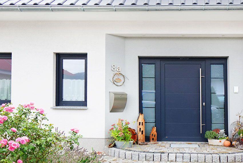 Formschöner Edelstahlbriefkasten in einem exklusiven Design für den Hauseingang
