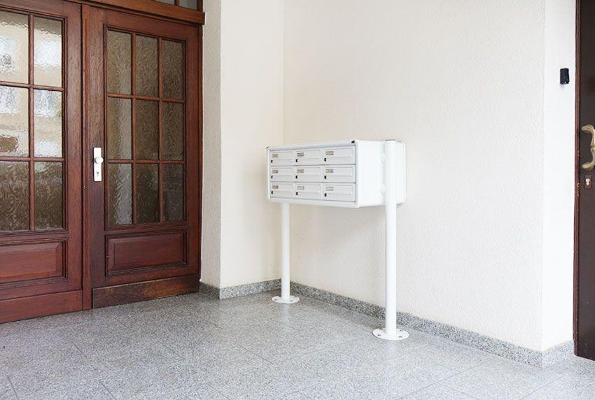 Freistehende Briefkastenanlagen oder Wandanlagen im Innenbereich des Hauses verwenden