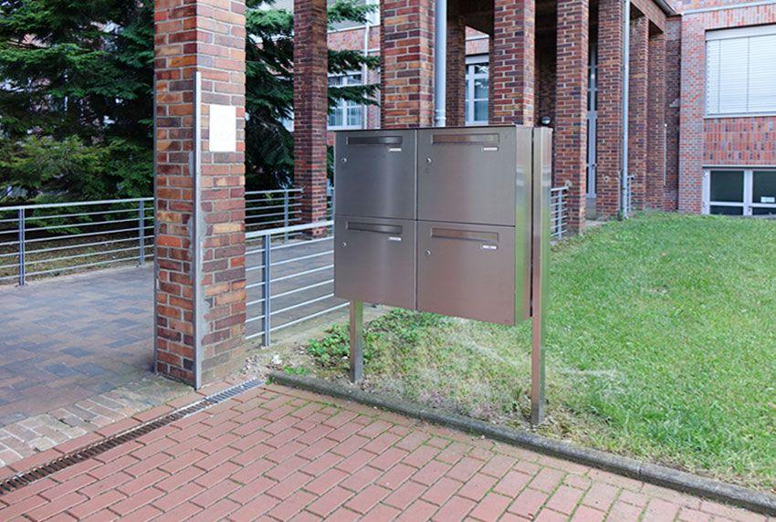 Freistehende Edelstahl Briefkastenanlagen für Behörden mit sehr viel Platz