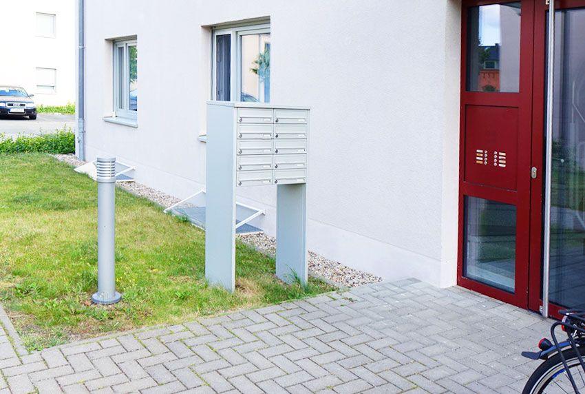 Für den Außenbereich Briefkastenanlage und Außenleuchte miteinander kombiniert kaufen