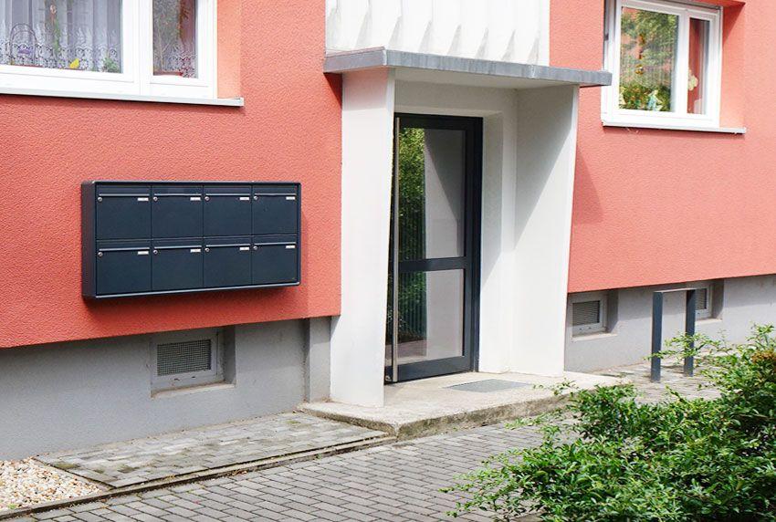 Hausmauer Briefkastenanlage mit acht Einheiten