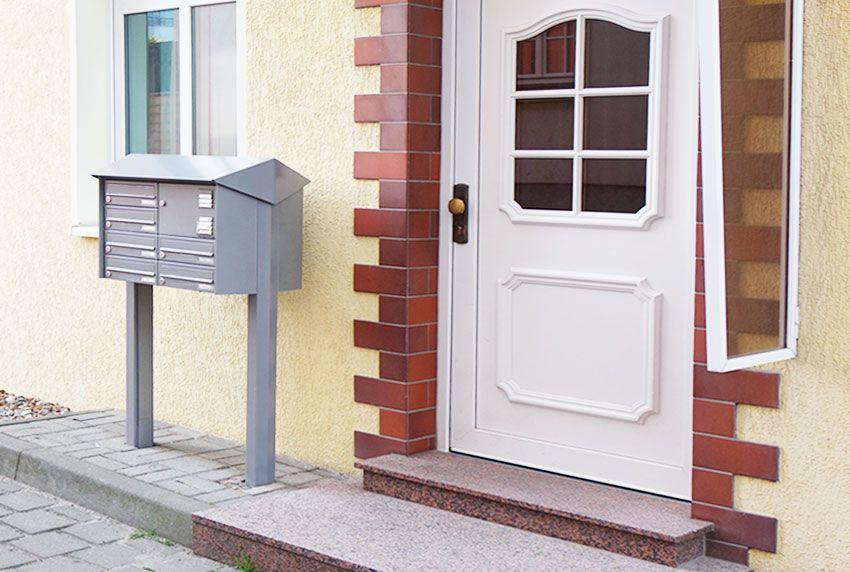Horizontale Briefkastenanlage mit zusätzlichem Wetterschutzdach