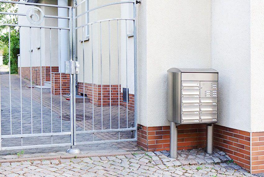 Kastenblock-Briefkastenanlage mit massiven Standfüßen