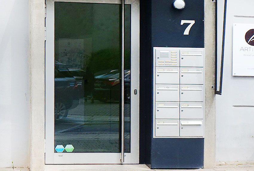Kompakte Briefkastenanlage zum einbauen - vertikal angeordnet