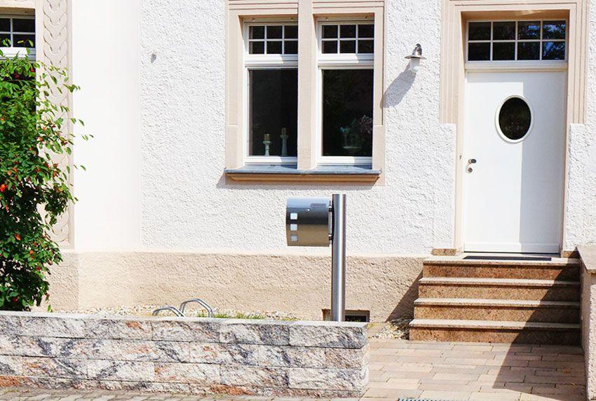 Luxuriöser Edelstahl-Briefkasten in freistehender Ausführung
