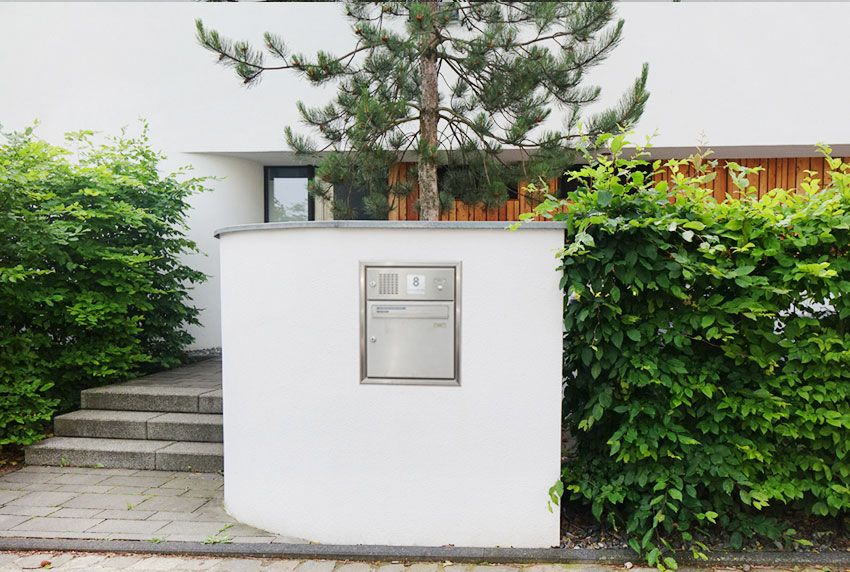 Mauerbriefkasten mit Kommunikationsmodul aus Edelstahl