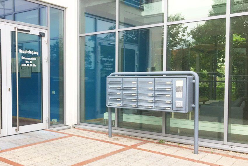 Mehrparteien Briefkastenanlage freistehend aus verzinktem Stahl