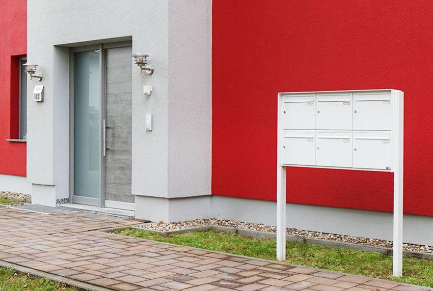 Moderne sechser Briefkastenanlage freistehend
