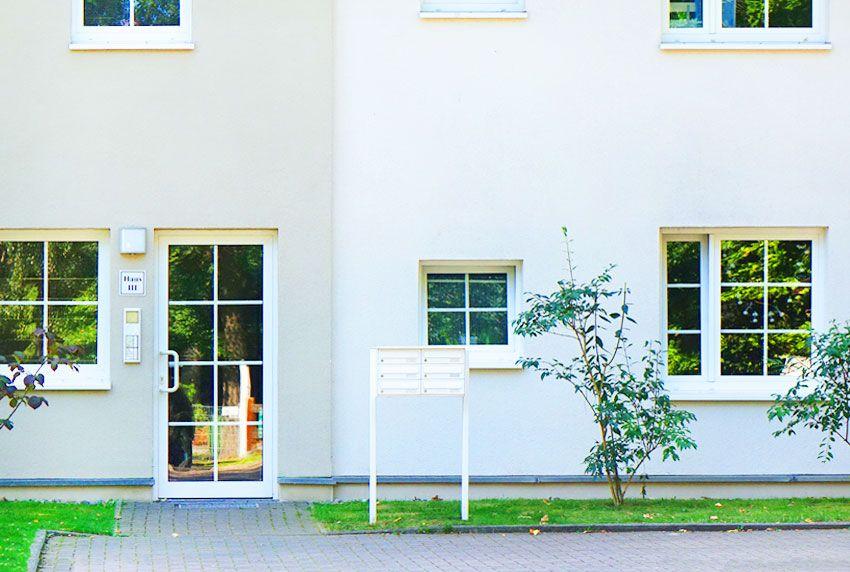 Neue Briefkastenanlagen um sanierte Wohnblöcke einheitlich auszustatten