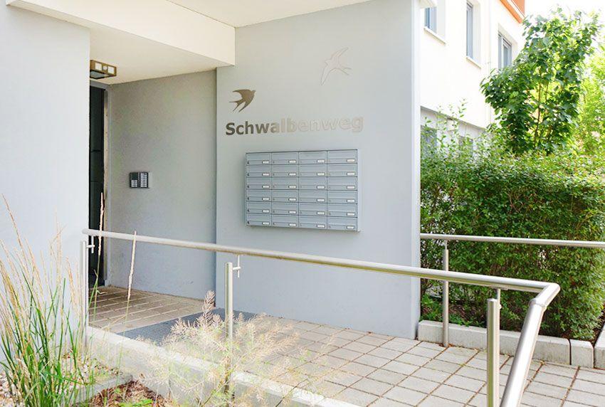 Optisch ansprechende Briefkastenanlage aus verzinkten Stahl