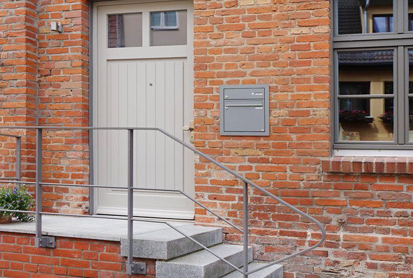 Postkasten aus Edelstahl als Unterputz-Briefkastenanlage