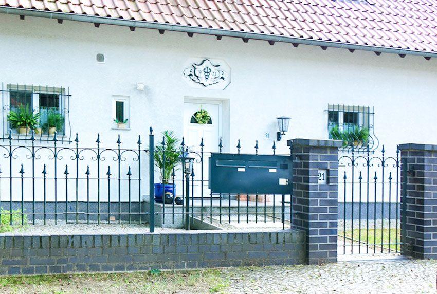Robuste Briefkastenanlage für ein Zweifamilienhaus in verschiedenen Montagearten