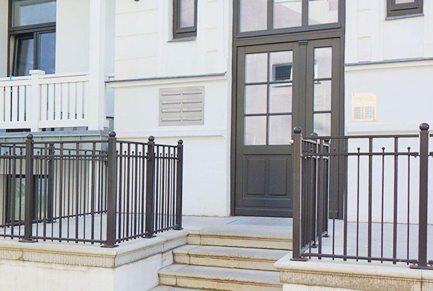 Schicke Edelstahl-Briefkastenanlage für Bestandsimmobilien