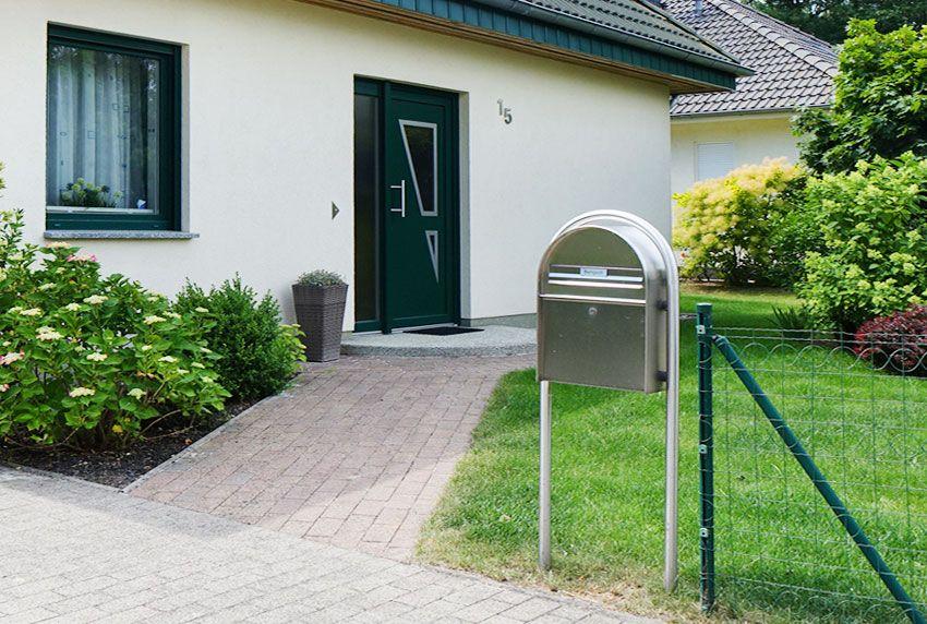 Stabile Standbriefkasten-Anlage mit viel Platz für Post - Zeitungen und Kataloge