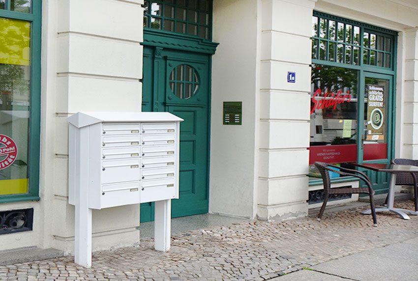 Standbriefkastenanlage lackiert mit Schutzdach