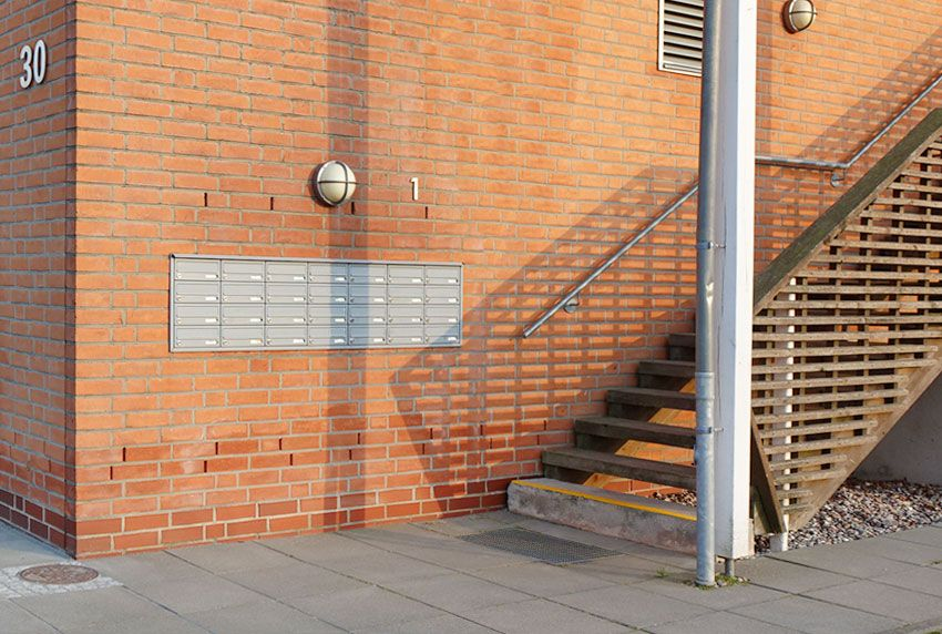 Stilvolle Briefkastenanlage für den Außenbereich zur Befestigung in der Wand
