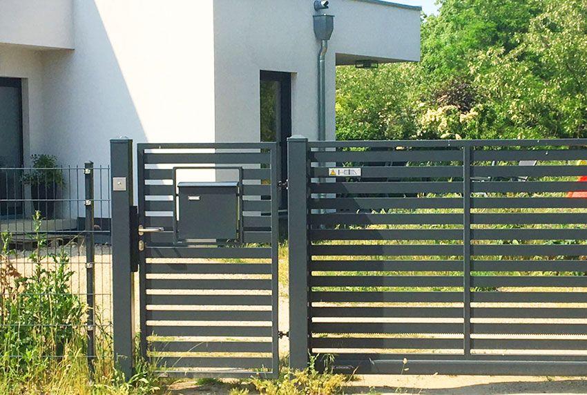 Tür-Briefkasten mit separater Klingel