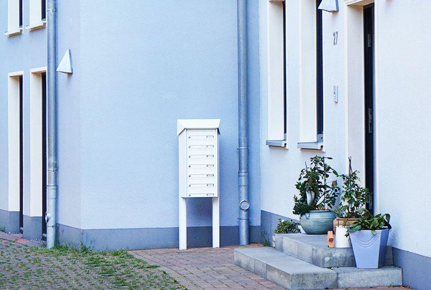 Übereinander oder nebeneinander angeordnete Postfächer in einer Briefkastenanlage
