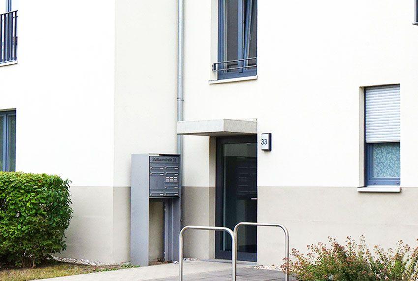 Verfügbare Briefkastenanlage freistehend oder als Wandanlage im Überblick