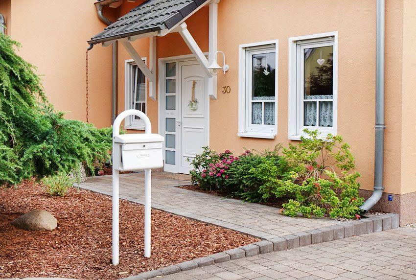 Wetterfester Kunststoff-Briefkasten als Standvariante