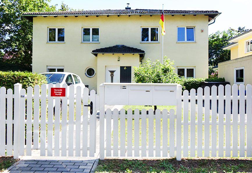 Zaun und Briefkastenanlage aus einer Hand - das ist nicht zwingend erforderlich